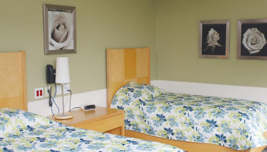 Studio room with two single beds