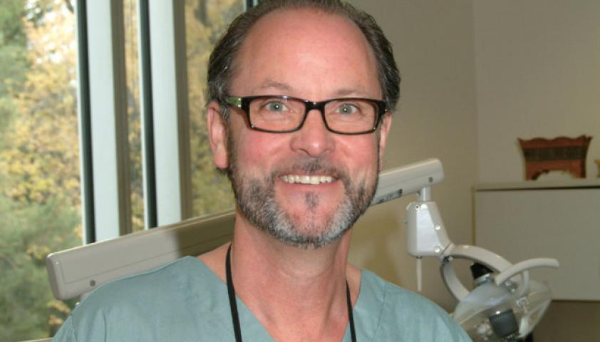 Dr. Robert Carmichael is a prosthodontist with over 25 years of experience
